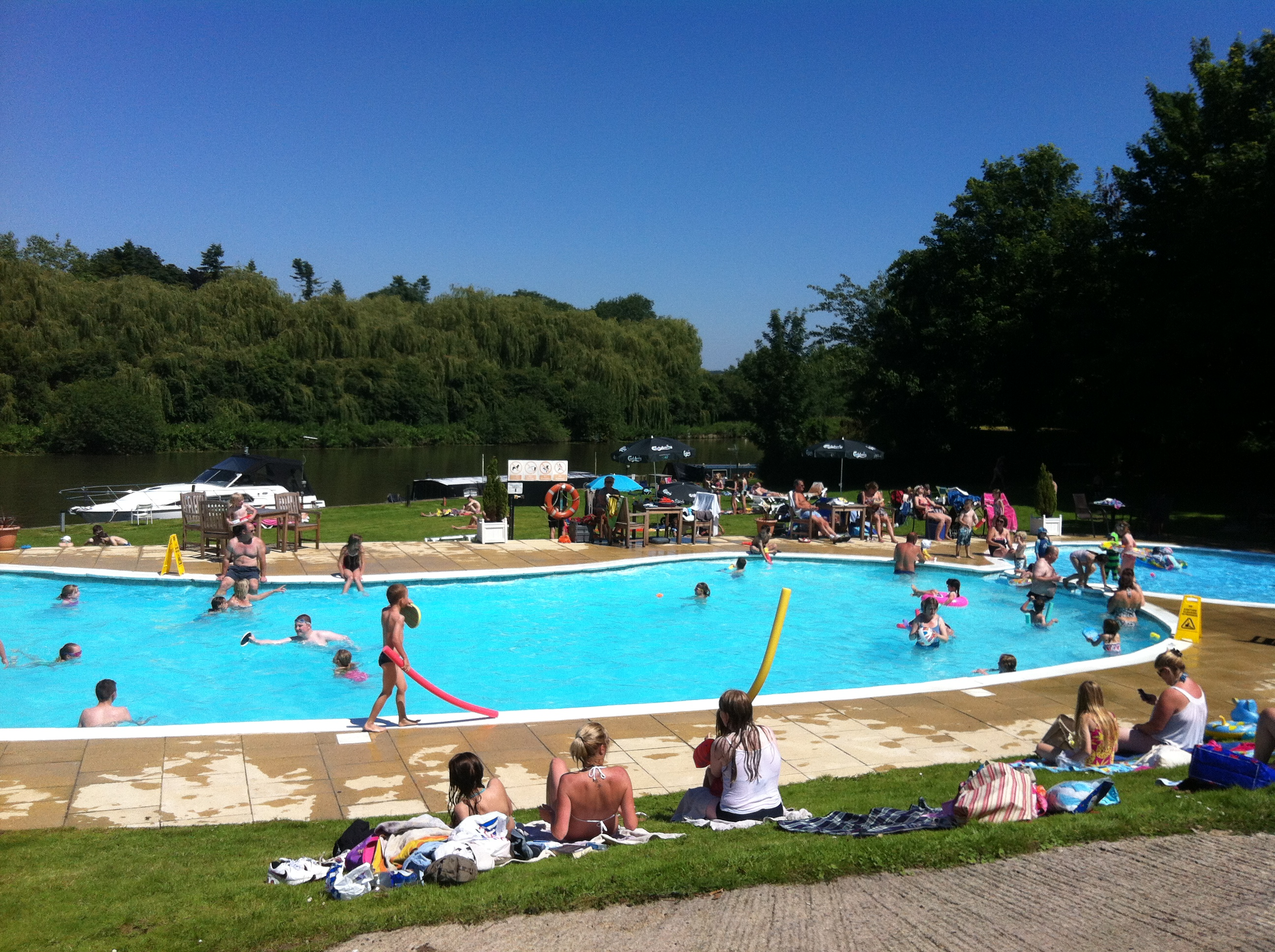 Image gallery outdoor pool abingdon for Outdoor pool